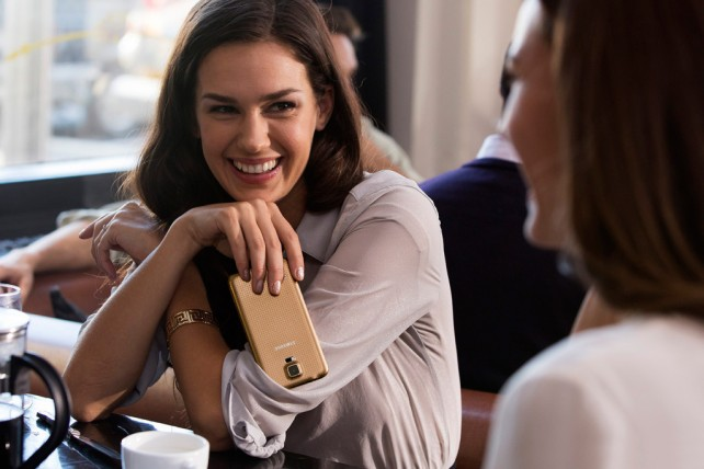 Samsung Galaxy S5 je tady a umí změřit tep vašeho srdce