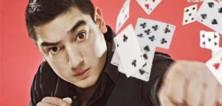 Karetní ninja předvádí neuvěřitelné kousky