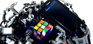 Robot z Lega složí Rubikovu kostku za 3,253 sekundy