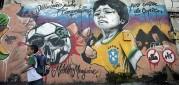 Po Brazílii se začínají objevovat anti-fotbalové graffiti
