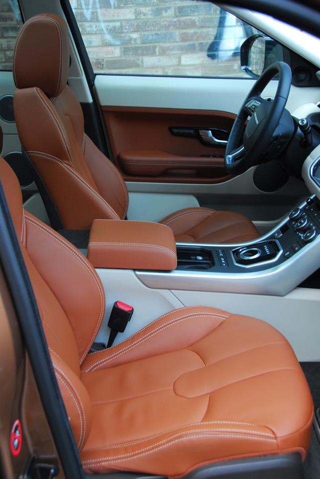 Přístup na přední sedačky je bezproblémový, luxus je v této cenové relaci samozřejmostí.