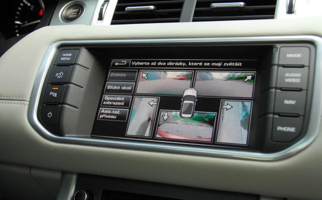 Grafika počítače je velmi přehledná, zde zobrazen prostorový parkovací systém.
