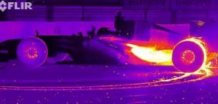 Pálící se gumy pod infračervevenou kamerou musíte vidět