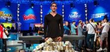 Vyhrál 15 milionů dolarů v pokeru a furt má poker face