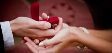 Žádost o ruku? Zvolte ten správný zásnubní prstýnek a ona odpoví ANO!